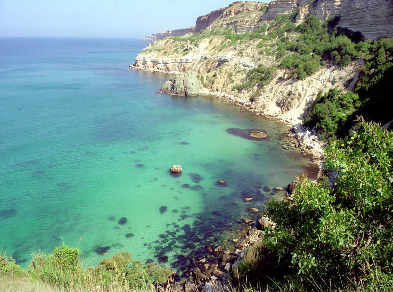 Фото с дикого пляжа испании
